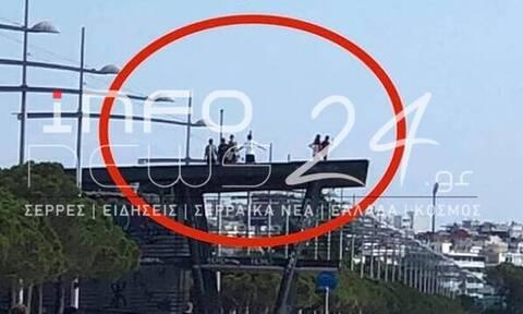 Θεσσαλονίκη: Μικρά παιδιά παίζουν στην οροφή του αντλιοστασίου της ΕΥΑΘ