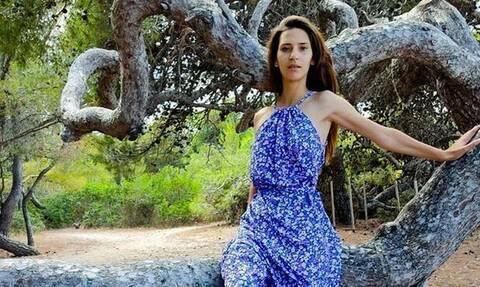 Η Μαρία η «αγρότισσα» ποζάρει topless και η φωτό της συγκλονίζει
