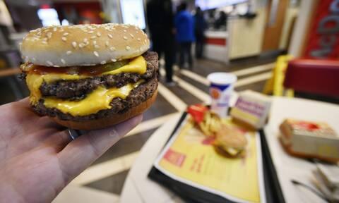 Έτρωγε κάθε μέρα junk food - Έπαθε σοκ όταν ανακάλυψε τι της είχε συμβεί