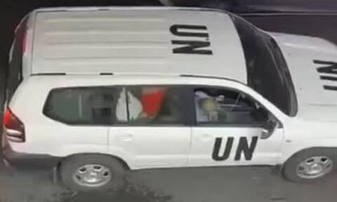 Απίστευτες εικόνες: Έκαναν σεξ μέσα σε επίσημο αυτοκίνητο του ΟΗΕ
