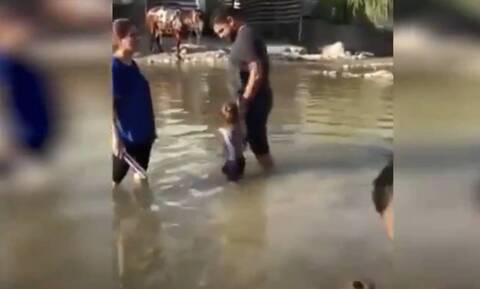 Βίντεο-σοκ: Παιδιά παίζουν σε ποτάμι και ξαφνικά γίνεται έκρηξη