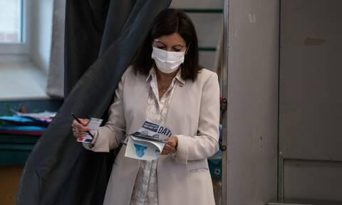 Γαλλία - δημοτικές εκλογές: Η Άν Ινταλγκό επανεκλέγεται στο Παρίσι