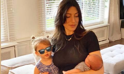 Φλορίντα Πετρουτσέλι: Στο Πόρτο Χέλι με την κόρη της - Η εκπληκτική φώτο