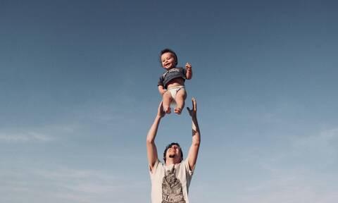 Τριπλάσιο χρόνο με τα παιδιά τους περνούν οι σημερινοί μπαμπαδες