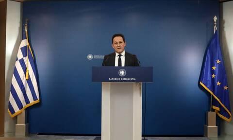 Πέτσας για ΣΥΡΙΖΑ: Η κυβέρνηση ζητά πολιτικές απαντήσεις από τον Τσίπρα