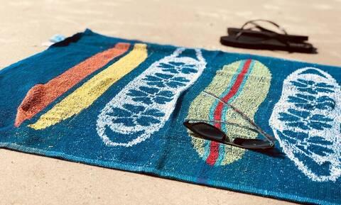 Τι να κάνεις για να μην «σκληραίνουν» οι πετσέτες θαλάσσης με τη χρήση