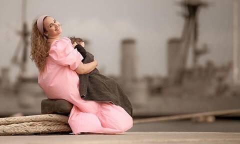Δες πώς φωτογράφησε η Κλέλια Πανταζή τον σύζυγο και τον γιο της