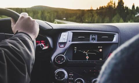 Πόσο κακό μπορεί να κάνει το αντισηπτικό στο ταμπλό του αυτοκινήτου σου;
