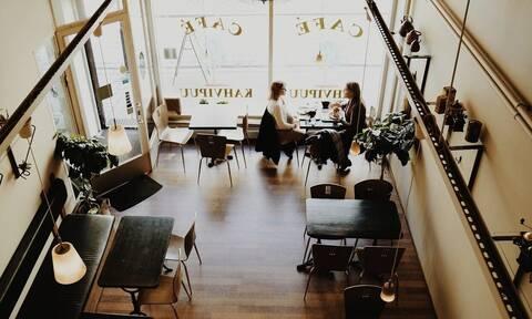 Απίστευτο φιλοδώρημα σε υπάλληλο καφετέριας - Δείτε τι έγινε