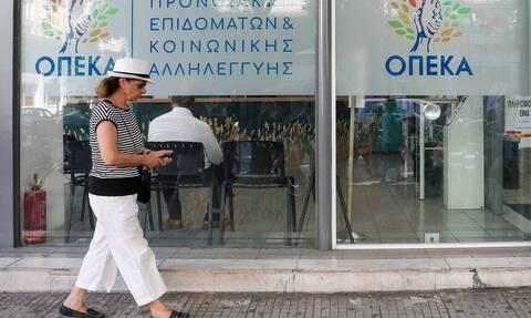 ΟΠΕΚΑ - Επιδόματα: Την Τρίτη (30/06) μπαίνουν στους λογαριασμούς τα χρήματα