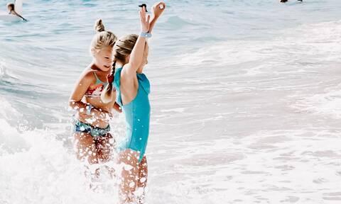 Καλοκαίρι & κορονοϊος: Πώς να γλιτώσεις το παιδί από Covid-19 στις διακοπές