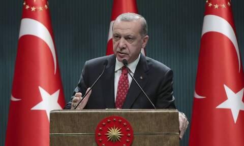 Τουρκία: Ο Ερντογάν έκλεισε πανεπιστήμιο που είχε συνιδρυτή τον Νταβούτογλου