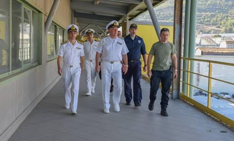 Πολεμικό Ναυτικό: Στα Ναυπηγεία Σκαραμαγκά ο Αρχηγός ΓΕΝ