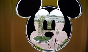 Disneyland: Ο Μίκι Μάους επέστρεψε μετά τον κορονοϊό (pics)