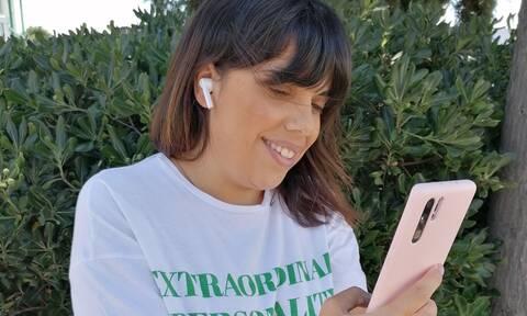 Πώς ένα ζευγάρι ακουστικά έγιναν το must have item μίας γυναικείας τσάντας