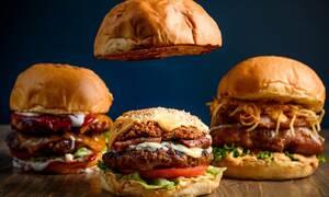 Πρόσεχε: Δες τι σου κρύβουν οι υπάλληλοι των fast food!