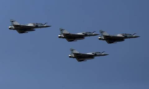 «Καλό μήνα» με υπερπτήσεις και εικονικές αερομαχίες είπαν οι Τούρκοι