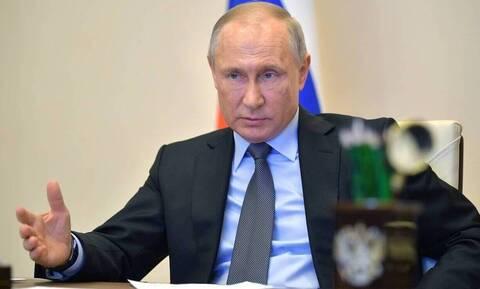 Πούτιν: «Ισόβιος» πρόεδρος - Οι Ρώσοι τον θέλουν ηγέτη τους ως το 2036