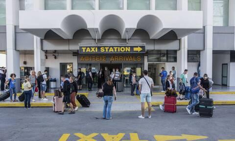 Τουρισμός: Τουλάχιστον 4.000 τεστ την 1η ημέρα στα αεροδρόμια
