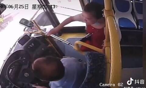 Γυναίκα άρπαξε το τιμόνι λεωφορείου γιατί έχασε τη στάση της (vid)