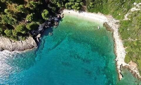 Αυτή είναι η κρυφή παραλία - διαμάντι της Αττικής με το μαγικό τοπίο (vid)