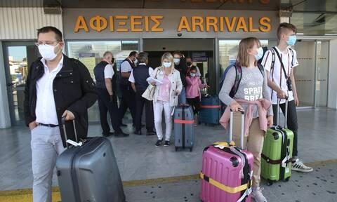 Τουρισμός – Ανοιχτές οι πύλες της χώρας: Αγωνία για τα εισαγόμενα κρούσματα