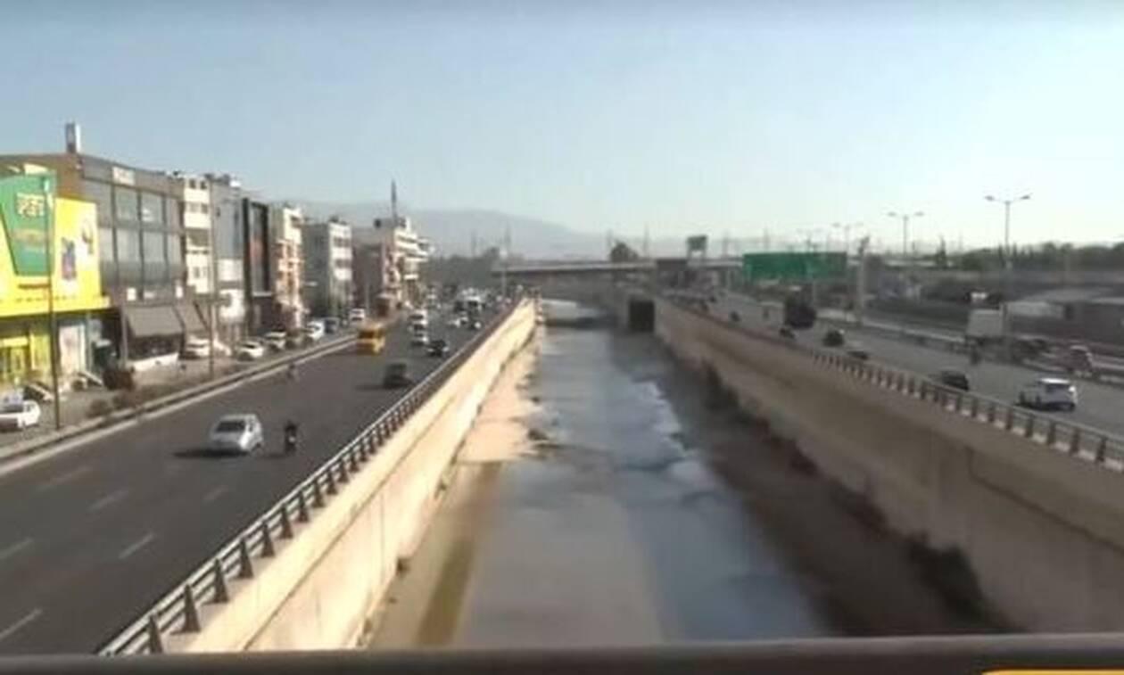 Κηφισός: Ψαρεύουν κέφαλους στο ύψος του Ρέντη (video)