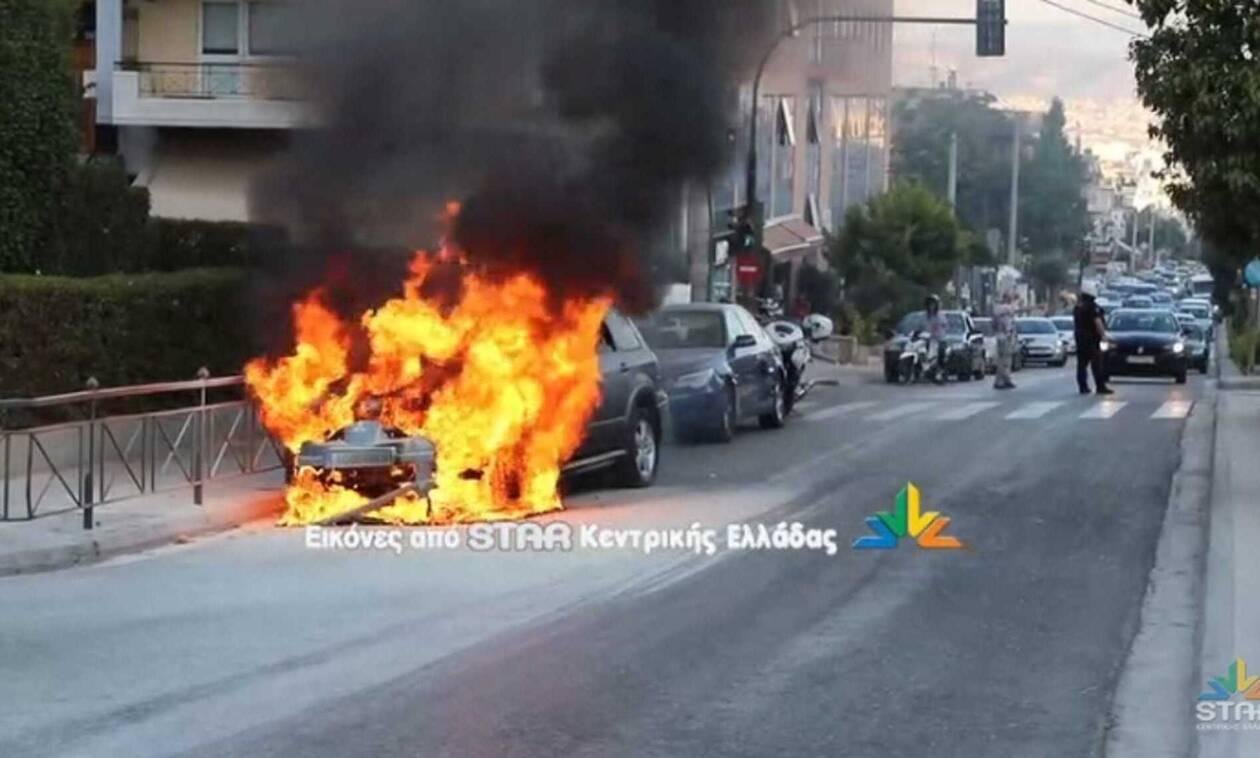 Λαμία: Η στιγμή που αυτοκίνητο με υγραέριο τυλίγεται στις φλόγες