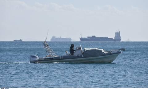 Κρήτη: Επιχείρηση του Λιμενικού και έρευνες σε φουσκωτό για όπλα