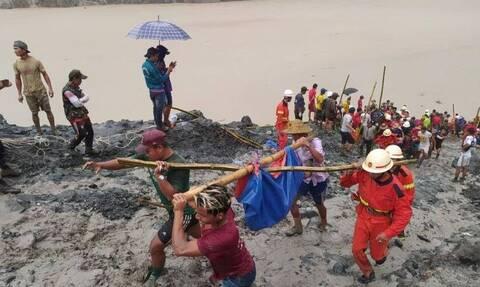 Μιανμάρ: Η στιγμή που τσουνάμι λάσπης «καταπίνει» το ορυχείο - Εκατόμβη νεκρών