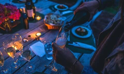 Κορονοϊός: Σάλος με πάρτι - Όποιος κολλήσει τον ιό... κερδίζει