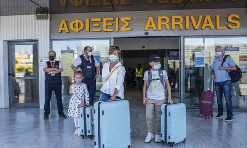 Κορονοϊός: Έτσι φτάνουν στην Ελλάδα τουρίστες «απαγορευμένων» χωρών