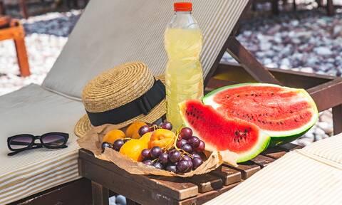 Ήλιος και γήρανση: Με ποιες τροφές θα προστατευθείτε (εικόνες)