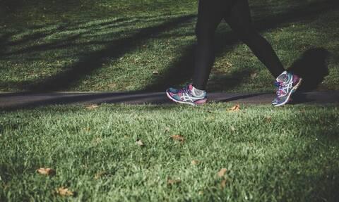 Περπατάς γύρω στα 2 χιλιόμετρα την ημέρα; Μάθε τα οφέλη