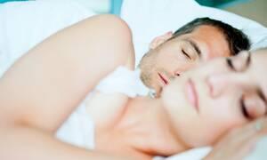 Αϋπνία λόγω καύσωνα; Δες πώς μπορείς να κοιμηθείς πιο εύκολα