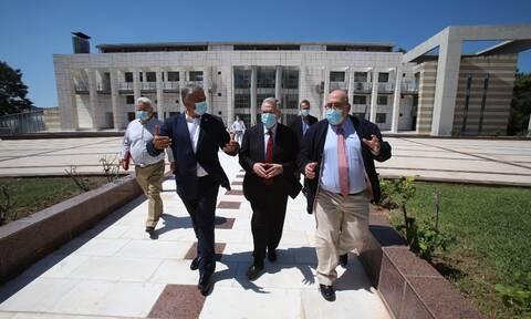 Στον κορονοϊό εστιάζει το Ίδρυμα Ιατροβιολογικών Ερευνών της Ακαδημίας Αθηνών – Επίσκεψη Πατούλη