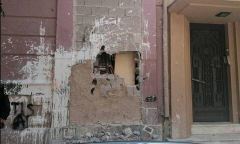 Κουκάκι: Έσπασαν με βαριοπούλες κτήριο στη Ματρόζου