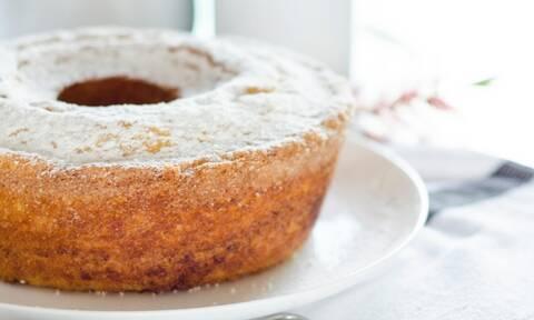 Έτσι θα φτιάξετε κι εσείς κέικ χωρίς βούτυρο