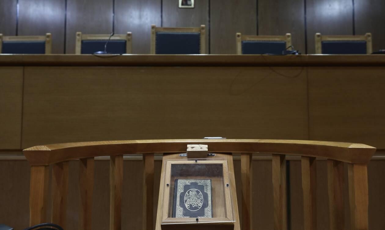 Εξοπλιστικά: Αθώοι Λιακουνάκος και άλλοι 10 για τα ελικόπτερα Απάτσι