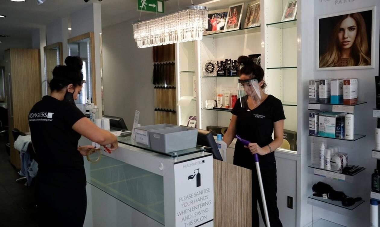 Κορονοϊός-Βρετανία: Ανοίγουν μετά από 3 μήνες παμπ, εστιατόρια, κομμωτήρια