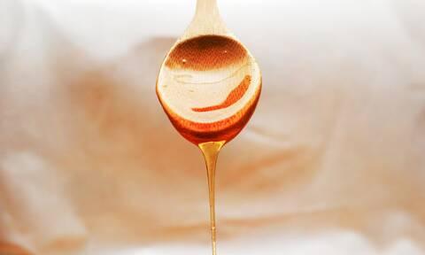 Έχετε αφυδατωμένα μαλλιά; Φτιάξτε αυτές τις μάσκες μαλλιών με μέλι