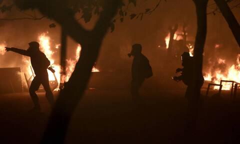 Νύχτα επεισοδίων στα Εξάρχεια: Τρεις τραυματίες αστυνομικοί, μολότοφ και συλλήψεις