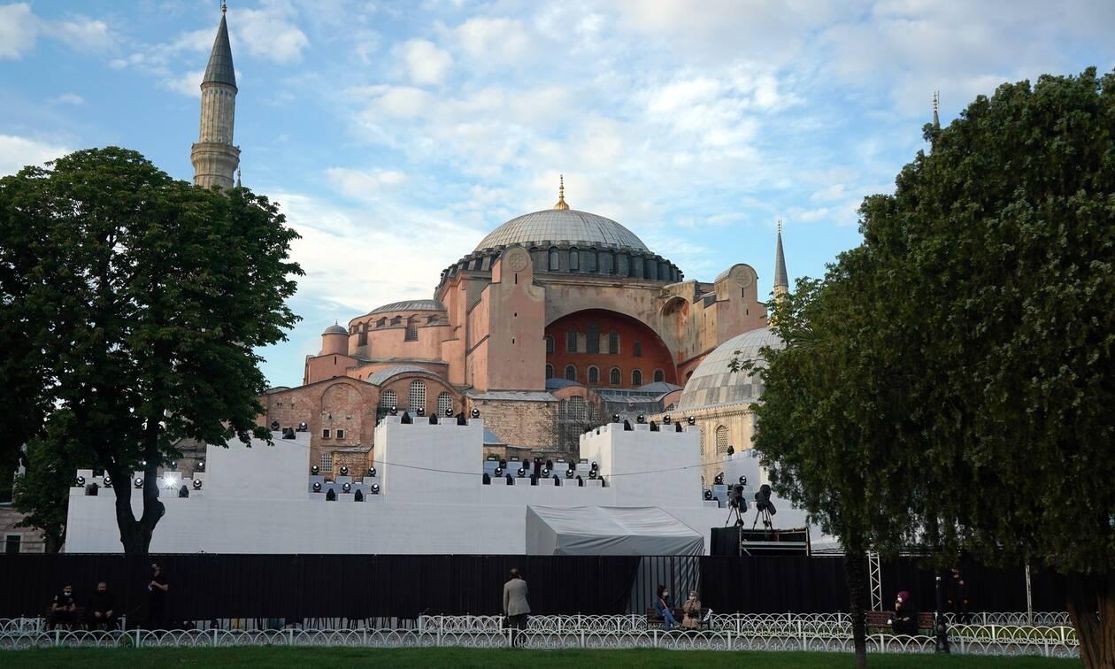 Αγωνία για την Αγιά Σοφιά: Ασφυκτικές πιέσεις στον Ερντογάν να μην την κάνει τζαμί