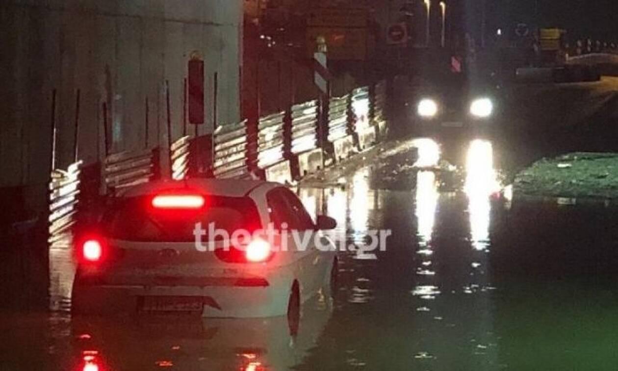 Ισχυρή βροχόπτωση «έπληξε» τη Θεσσαλονίκη: Εγκλωβίστηκαν 4 άτομα (pics)