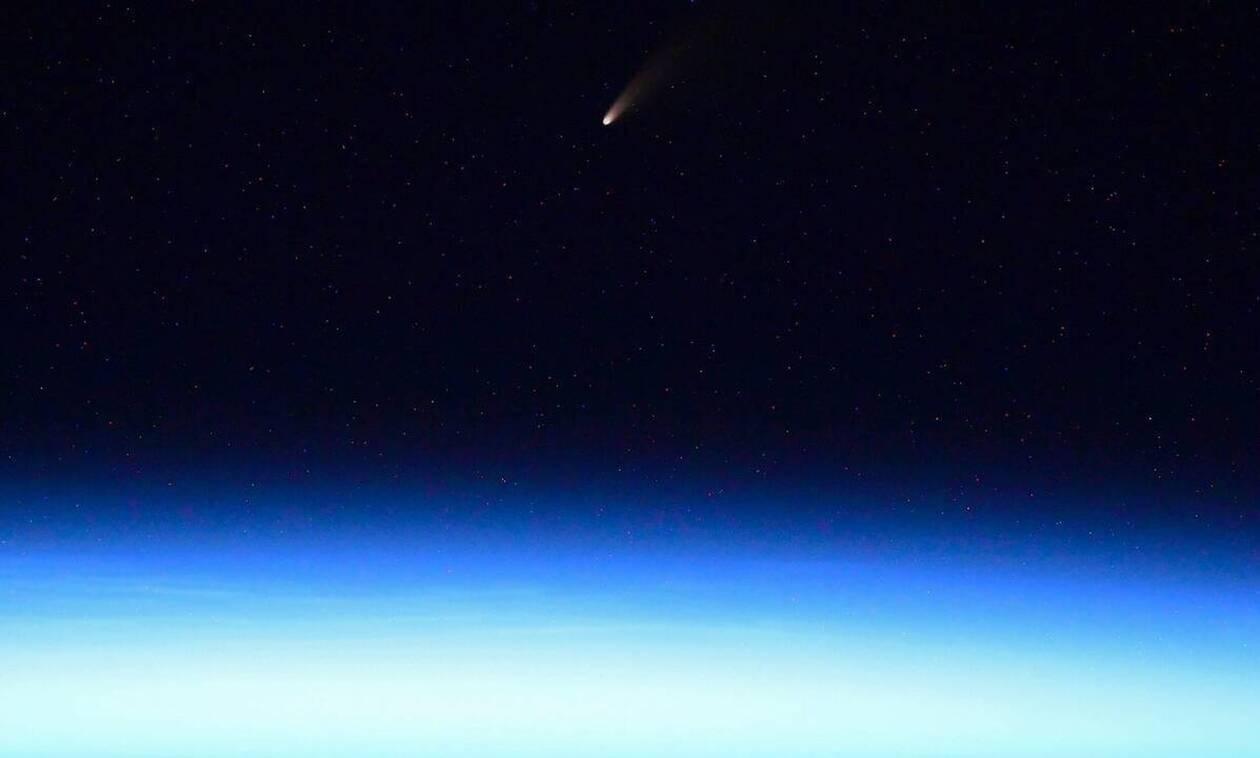 Δείτε τον πιο φωτεινό κομήτη που πέρασε από τη Γη! (pics+vid)