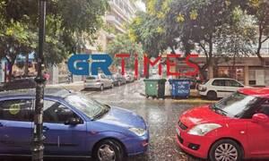 Καιρός ΤΩΡΑ: Ισχυρή καταιγίδα στη Θεσσαλονίκη (vid)