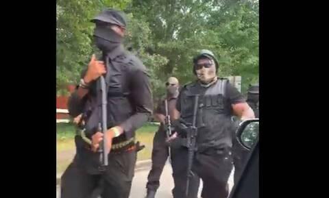 ΗΠΑ: Οπλισμένοι μαύροι διαδήλωσαν σε πάρκο της Τζόρτζια (vid)
