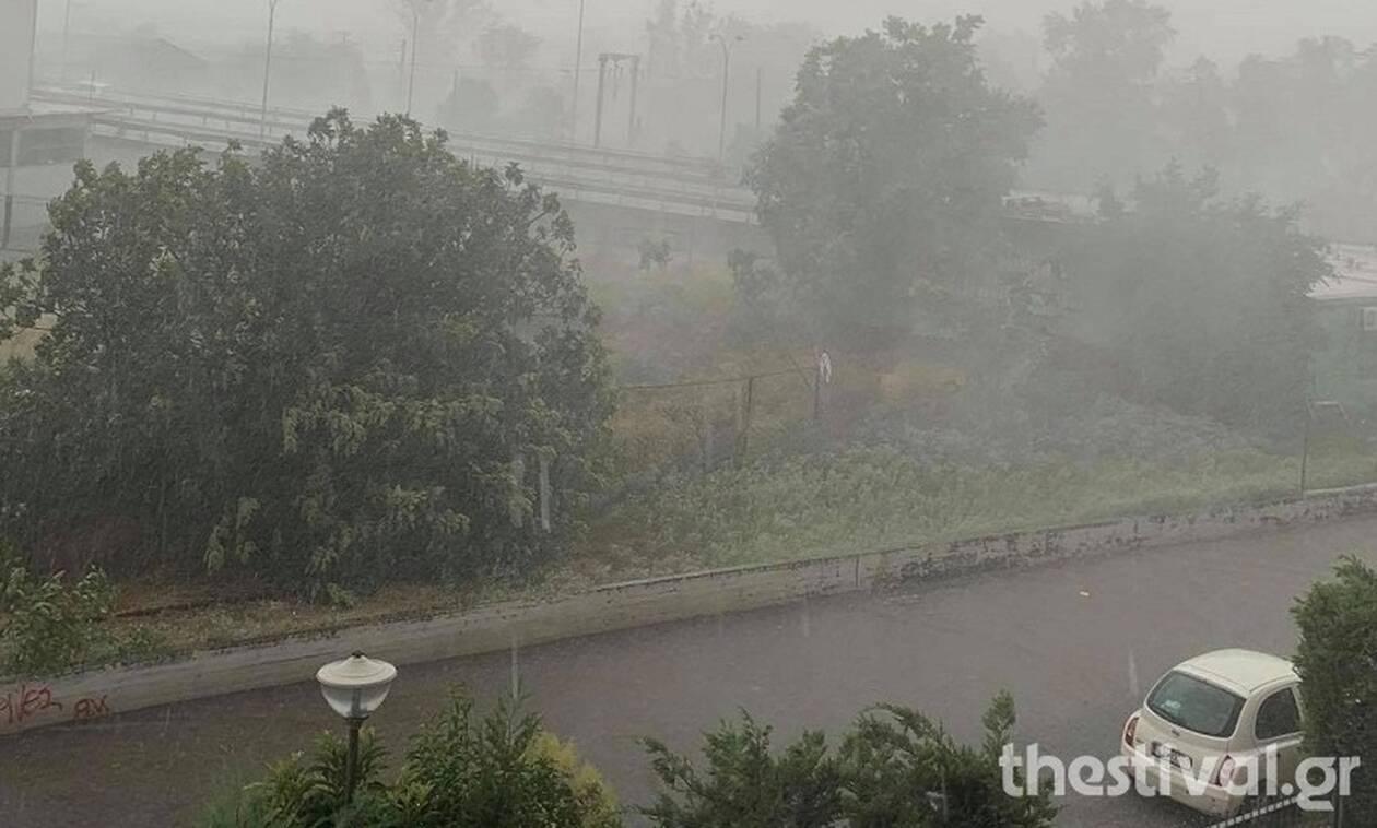 Καιρός: Ισχυρές καταιγίδες και χαλάζι - Προβλήματα σε Θεσσαλονίκη, Λάρισα