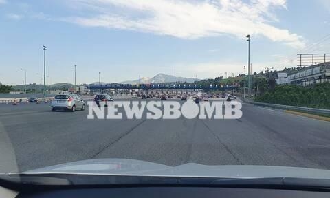 Κίνηση: Δύσκολη η επιστροφή των εκδρομέων στην Αθήνα - Ουρές στα διόδια (pics)