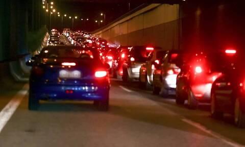 Κίνηση: Ουρές χιλιομέτρων σε Αθηνών - Κορίνθου και Αθηνών - Λαμίας